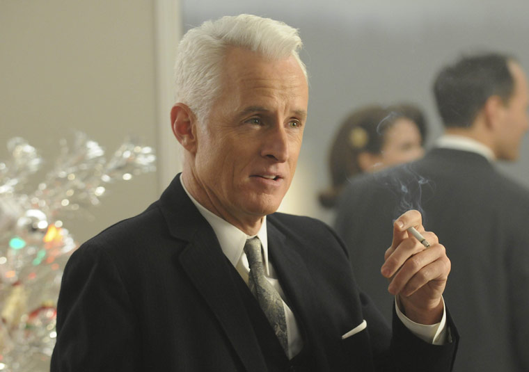Mad Men: Roger Sterling has to wear Santa Claus suit, Flashback 2009: Barack Obama has to wear Saudi Arabian gold chain necklace.