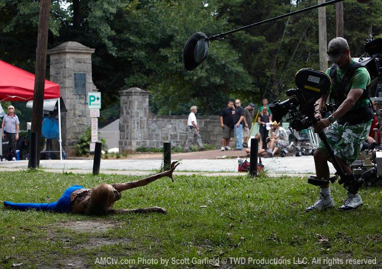 Melissa Cowan (Bisikletli Kız) ve Greg Smith (Kamera Operatörü)