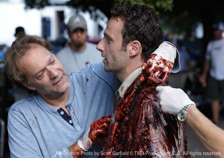 Greg Nicotero (Özel Efekt Uzmanı) ve Andrew Lincoln (Rick Grimes)