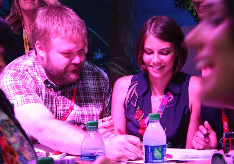 Robert Kirkman (Çizgi Roman Yaratıcısı) ve Lauren Cohan (Maggie Greene)