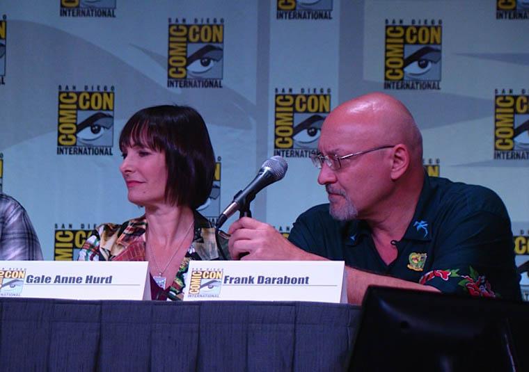Gale Anne Hurd (Yapımcı) ve Frank Darabont (Yönetmen ve Yapımcı) Comic-Con Panelinde.