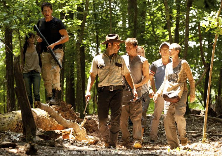 Lori Grimes (Sarah Wayne Callies), Shane Walsh (Jon Bernthal), Rick Grimes (Andrew Lincoln), Daryl Dixon (Norman Reedus), Andrea (Laurie Holden), Glenn (Steven Yeun) ve Carol Peletier (Melissa McBride)