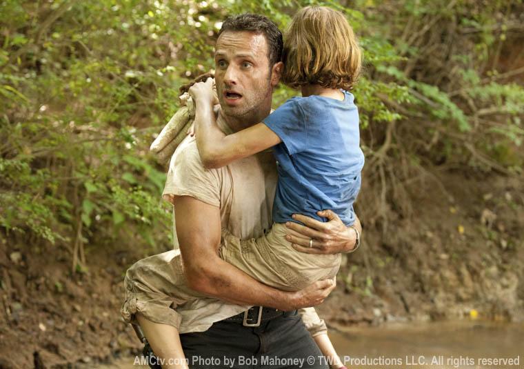 Rick Grimes (Andrew Lincoln) ve Sophia Peletier (Madison Lintz)