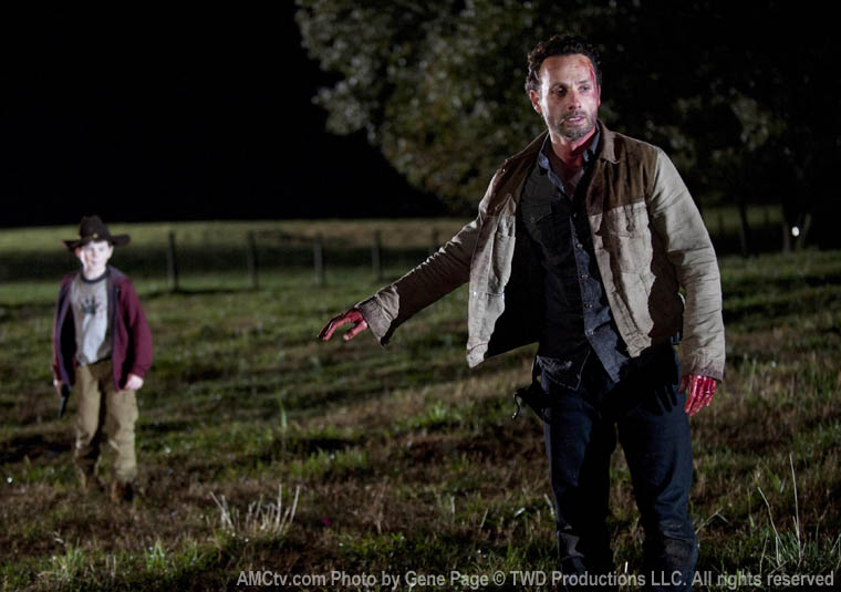 Carl Grimes (Chandler Riggs) ve Rick Grimes (Andrew Lincoln)