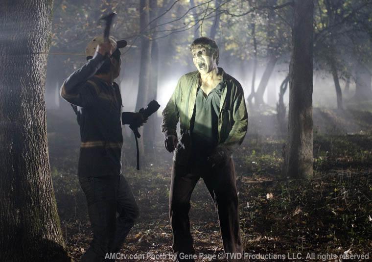 Glenn (Steven Yeun) ve Randall (Michael Zegen)