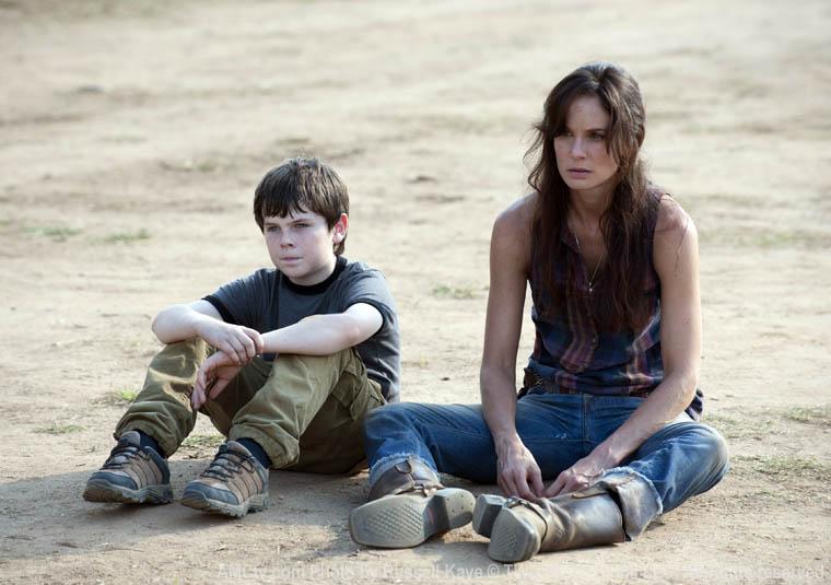 Carl Grimes (Chandler Riggs) ve Lori Grimes (Sarah Wayne Callies)