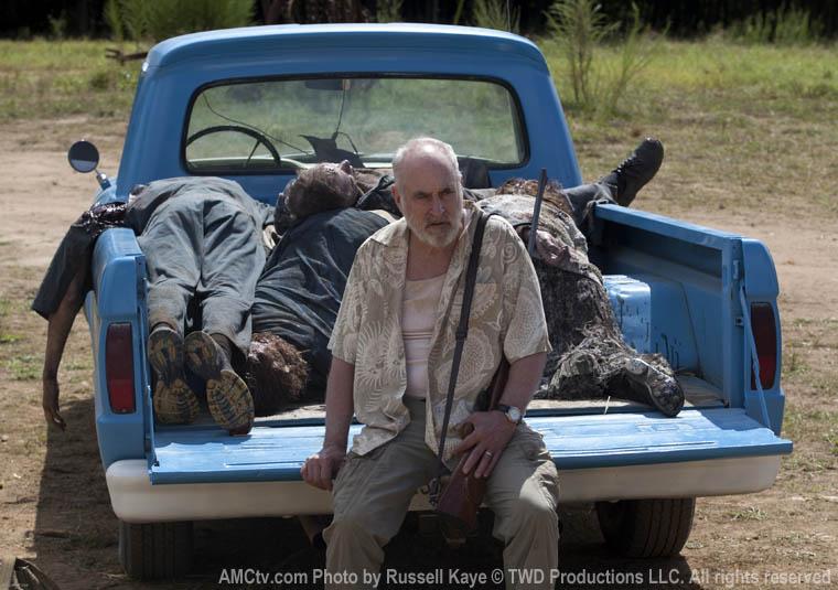 Dale (Jeffrey DeMunn) ve Taze Zombileri