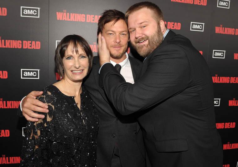 Gale Anne Hurd (Yapımcı), Norman Reedus (Daryl Dixon) ve Robert Kirkman (Çizgi Roman Yaratıcısı)