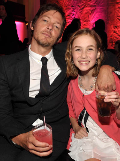 Norman Reedus (Daryl Dixon) ve Madison Lintz (Sophia Peletier)