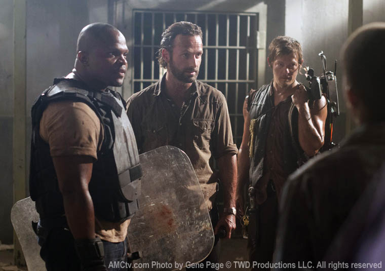 T-Dog (IronE Singleton), Rick Grimes (Andrew Lincoln) ve Daryl Dixon (Norman Reedus)