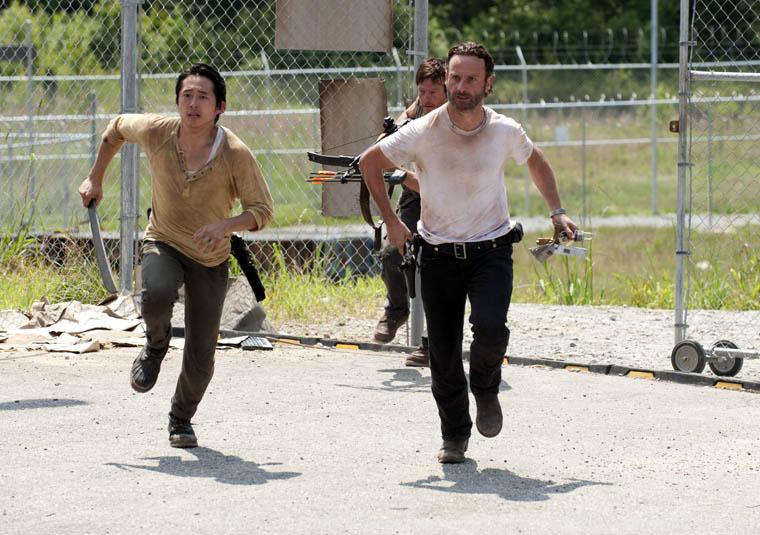Glenn Rhee (Steven Yeun), Daryl Dixon (Norman Reedus) ve Rick Grimes (Andrew Lincoln)