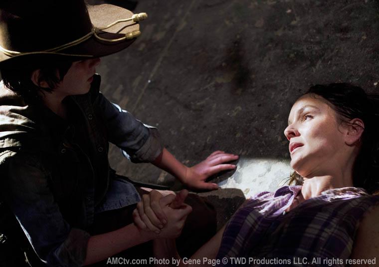 Veda - Carl Grimes (Chandler Riggs) ve Lori Grimes (Sarah Wayne Callies)