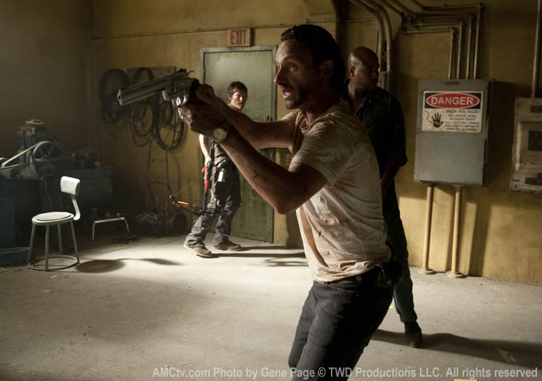 Daryl Dixon (Norman Reedus), Rick Grimes (Andrew Lincoln) ve Oscar (Vincent Ward)